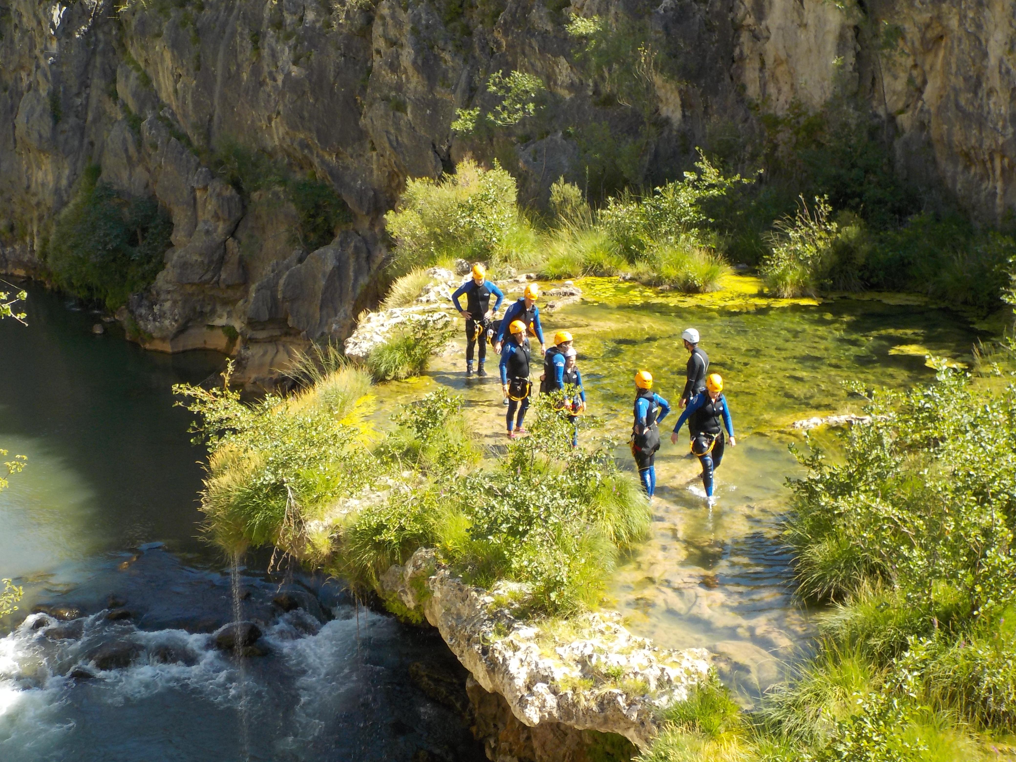 saint-guilhem-le-désert-canyoning-parapluie-rappel